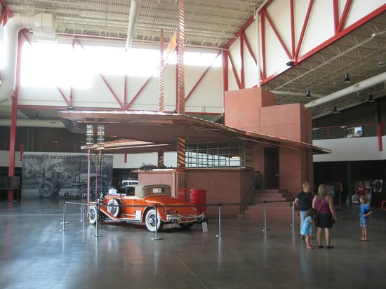 Pierce-Arrow Museum: Wright service station