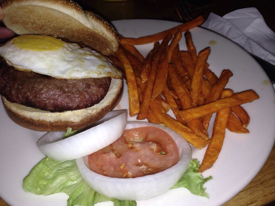 O'Brien's Pub & Grill: 50/50 burger with fried egg and sweet potato fries... Delicious!