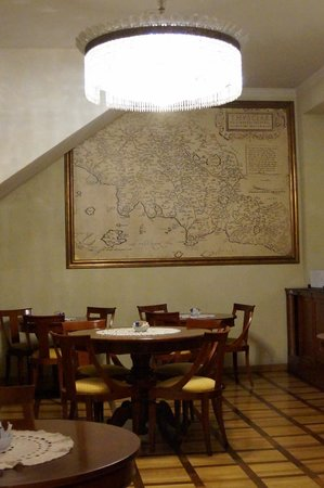 Hotel Bigallo: Breakfast area, including renaissance reproduction world map!