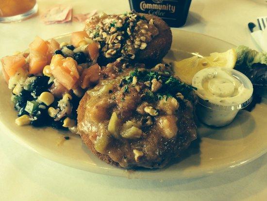 The Pelican House Restaurant: Crab cakes