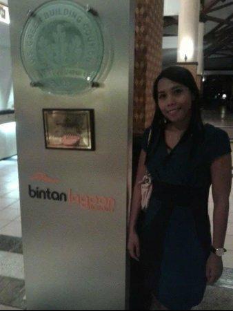 Bintan Lagoon Resort: Receiptionist