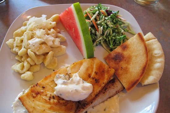 Canyon Springs Stage Stop Steakhouse: Halibut