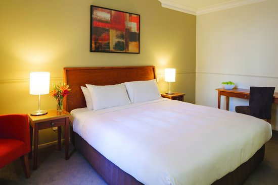 Distinction Palmerston North Hotel & Conference Centre: Heritage guest room - Queen