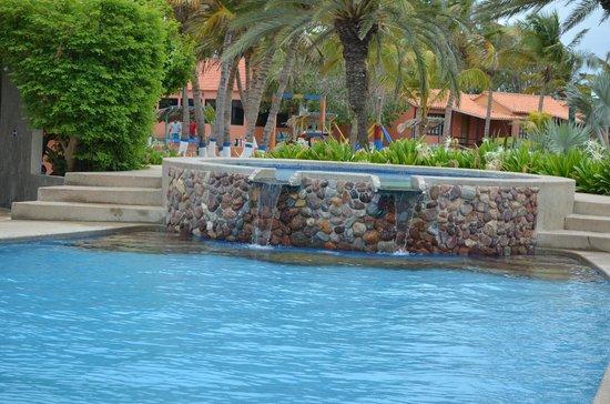 Coche Paradise Hotel Isla Margarita: hermosa pileta con cascada