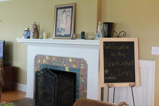 Nantucket Inn: Living Room