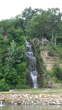 Freeport, IL: Nice waterfall!