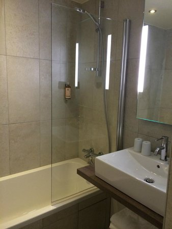 Hotel l'Heliopic: Bathroom - shower