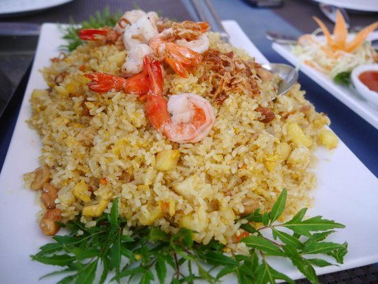 The Hilltop : Pineapple fried rice..Nice!!