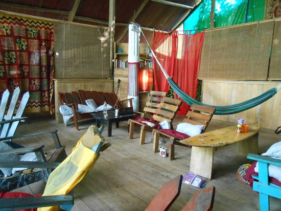 Cool Vibes Beach Hostel : Relaxing zone with beach view
