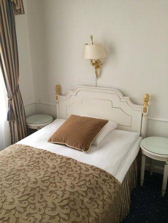 Phoenix Copenhagen: Кровать в стиле Людовика )