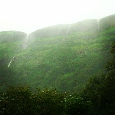 Aamby Valley City: at the foot of the hills