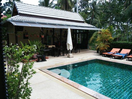 Ampha Place Hotel : La piscine