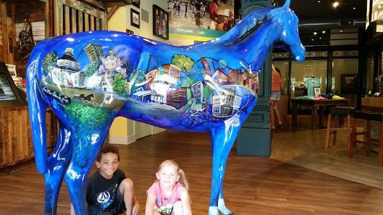 Lexington Visitors Center : fun to take pics of our Lexington vaca with the big blue horse
