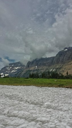 Logan Pass: clouds rolling in