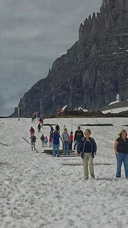 Logan Pass: people hiking up to the overlook
