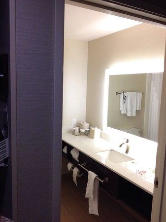 Holiday Inn Express Bellingham: Bathroom