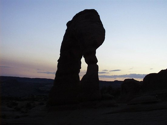 Delicate Arch : Dusk has come - now the desert is cooling