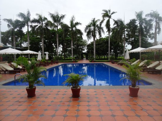 Victoria Can Tho Resort: Poolside