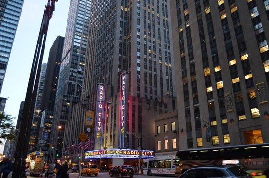 Rockefeller Center : *