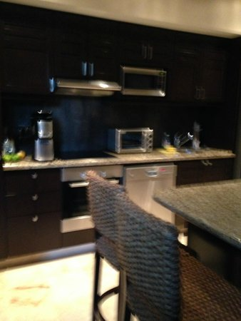 El Taj Oceanfront & Beachside Condos Hotel: Kitchen in the condo
