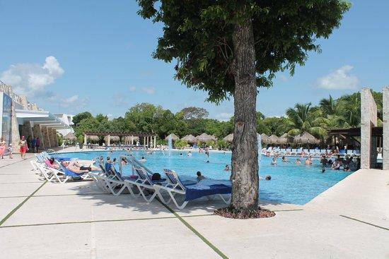 Grand Sirenis Riviera Maya Resort & Spa : Pool on the Mayan side