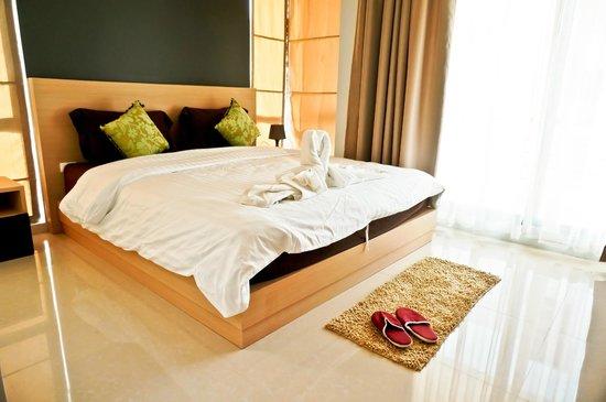 Royal Kamala Phuket Condominium: Master bedroom in 2-bedroom apartment