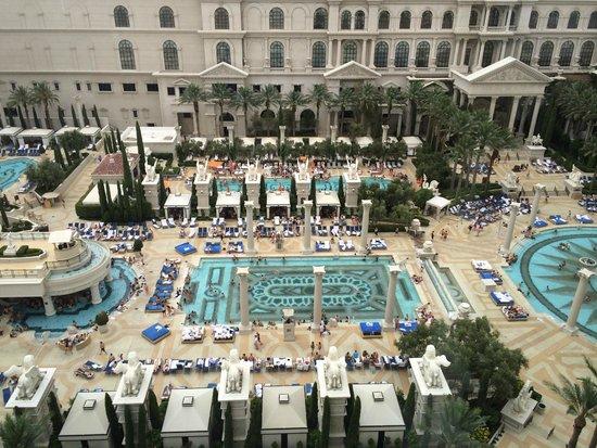 Caesars Palace: Pool View-Octavius Room