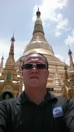 Pagode Shwedagon : Selfie with the main pagoda!