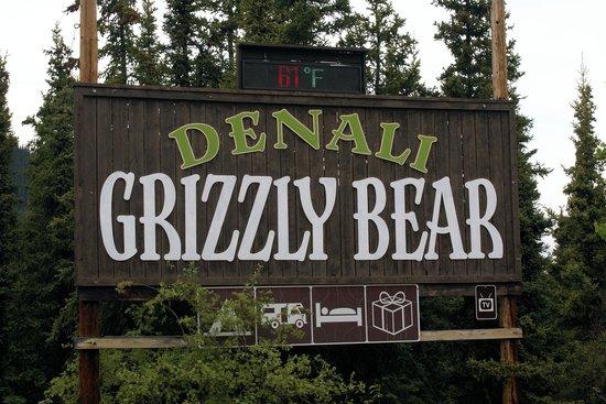 Denali Grizzly Bear Resort: Entrance