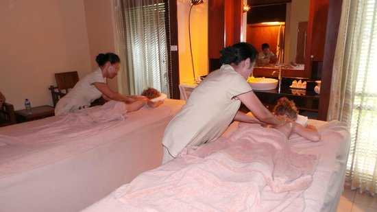 Centara Koh Chang Tropicana Resort : Our two daughters (4 and 6) enjoying a mini spa treatment