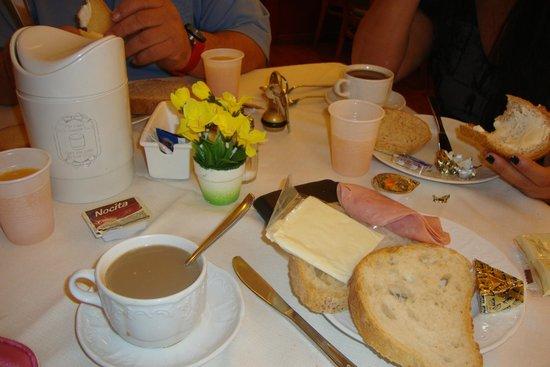 Hotel Impero: Desayuno