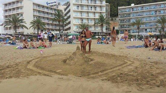 Veraclub Ibiza: Vista dal mare dell'hotel