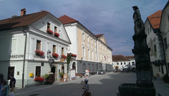 Gostilna Lectar: Hotel from the square (on the left)