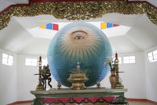Cao Dai Temple : 사당안에서 찍은 사진