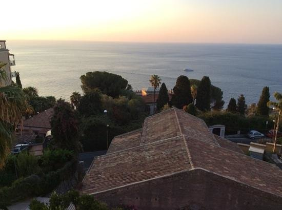 Hotel Villa Carlotta : splendid way to greet the new day