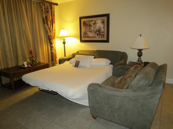 Blue Heron Beach Resort: Family room with hide-a-bed.