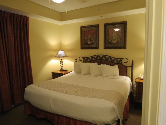 Blue Heron Beach Resort: Bedroom (king sized bed)