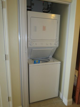 Blue Heron Beach Resort: Washer/Dryer.