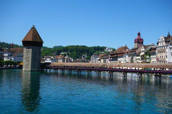 Lake Luzern: Famous flower bridge