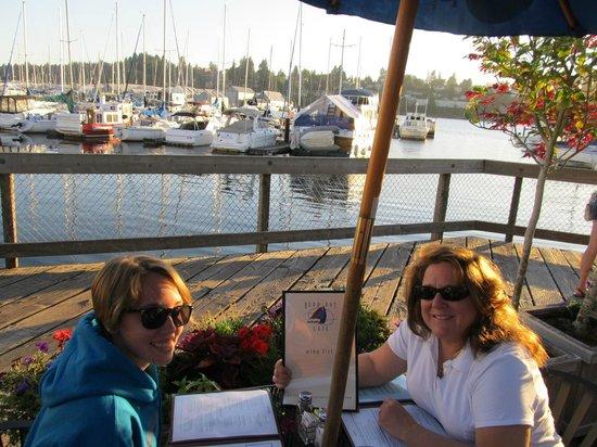 Budd Bay Cafe: Table by the marina so nice