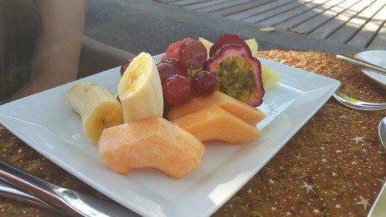 Maradiva Villas Resort and Spa: Fruit platter during Bfast