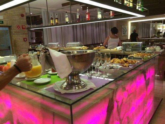 UR Palacio Avenida: Breakfast