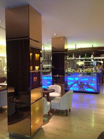 UR Palacio Avenida: Restaurant