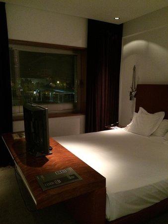 UR Palacio Avenida: Room