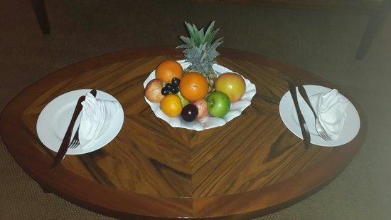 Maradiva Villas Resort and Spa: Complimentary fruit basket!