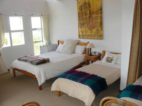 On The Bay Guesthouse: huge familyroom ensuite