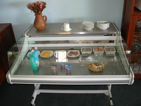 On The Bay Guesthouse: breakfast cooler