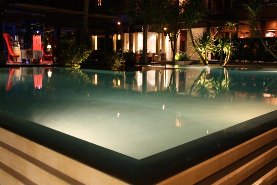 Anantara Rasananda Koh Phangan Villas : Pool at night