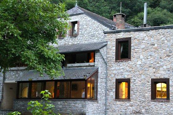 Hotel Du Vieux Moulin De Lisogne : Zij aanzicht van het hotel