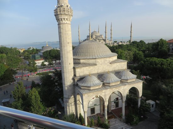 Ambassador Hotel: Blue Mosque view from roof deck